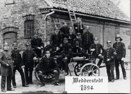 Wedderstedter Depot ,Handdruckspritze und Kameraden um 1900